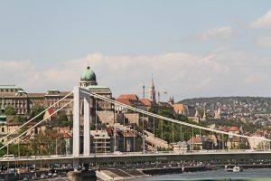Holttest került elõ a Dunából Budapesten