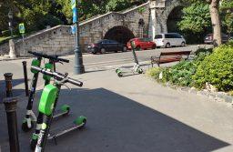 Rendelet tiltaná a bérelhető rollereket a kerületben
